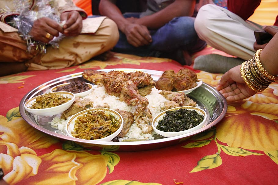 Eating with hands in India