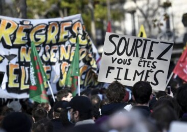 French journalists on streets against Macron's law