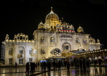 551st Gurunanak Jayanti: Devotees throng decked up Bangla Sahib in Delhi