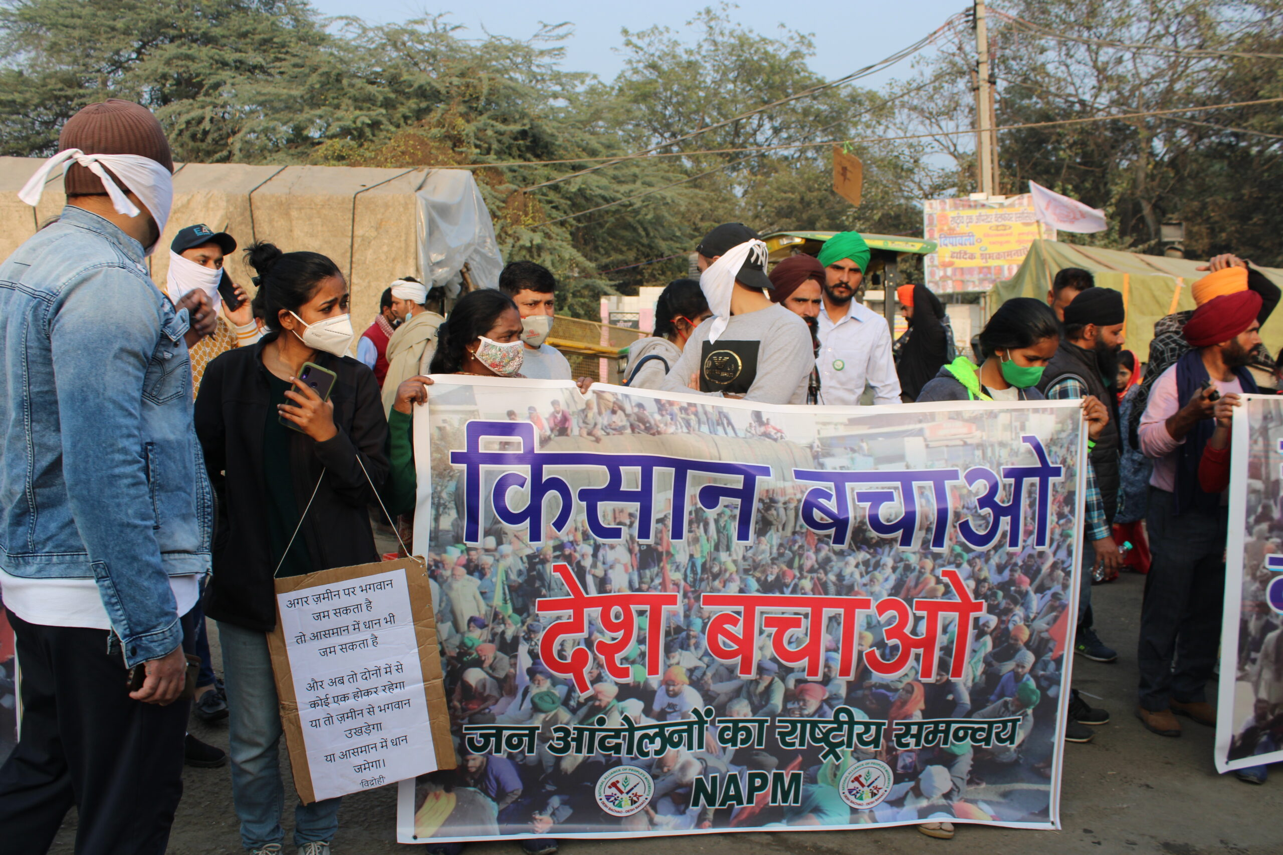 Thousands gather at Delhi's Singhu border in support of farmers
