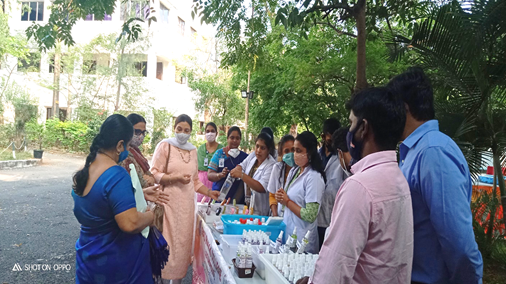 Students of Guru Nanak College prepare products for healthcare and hygiene amidst pandemic